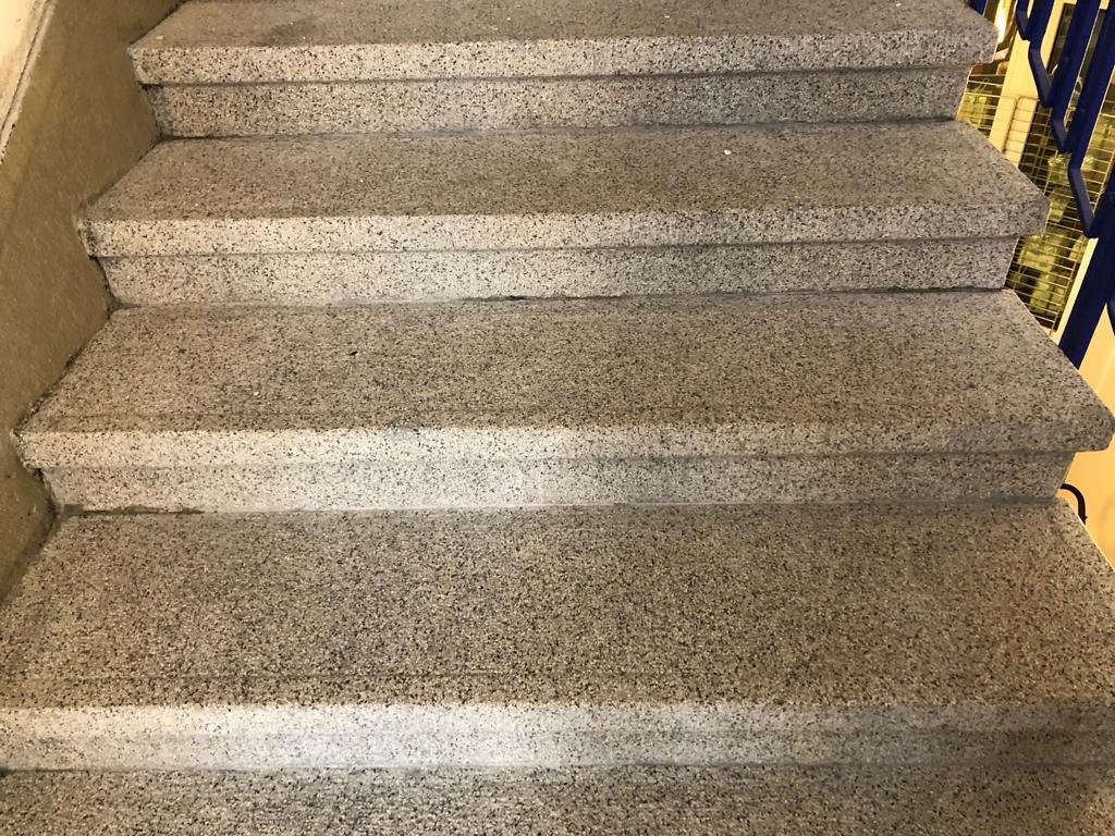 Entfernung Leim von Treppen (nachher)
