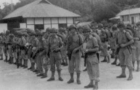 Mariniers Klaar voor om de Bush intetrekken...