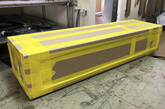 carton d'amballage de windfoil, prêt à poster, avec scotch PVC jaune - entreprise Aeromod