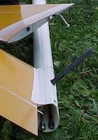planeur Miraj Aeromod blanc orange - installation du stab