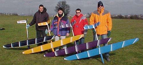 4 planeurs Mirajs Aeromod présentés par les pilotes Marcel Guwang, Andreas fricke, Loïc Blanco et Alexis Maréchal