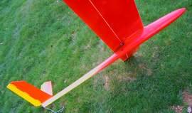 planeur minij aeromod jaune et rouge vu de dessous