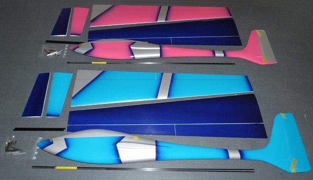 2 planeurs Voltij Aeromod déco Nemo : un rose argenté bleu foncé et l'autre turquoise argenté bleu foncé