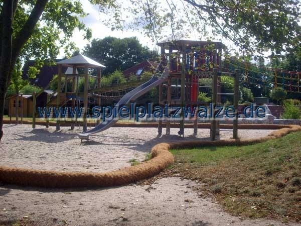 Spielplatzwalzen auf einem Schulhof