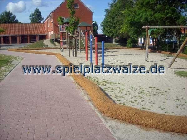 mit Spielplatzwalzen bleibt der Sand im Spielbereich