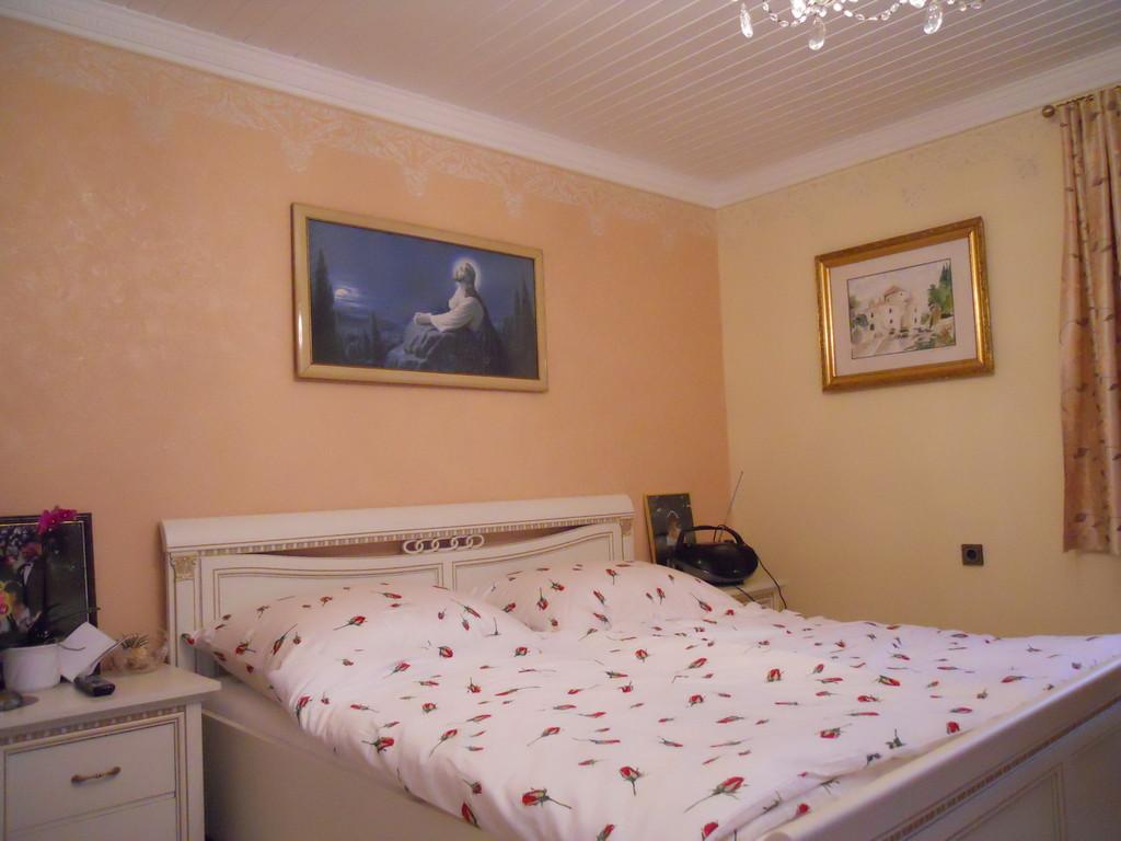 Schlafzimmergestaltung inkl. Decke und Profilleisten