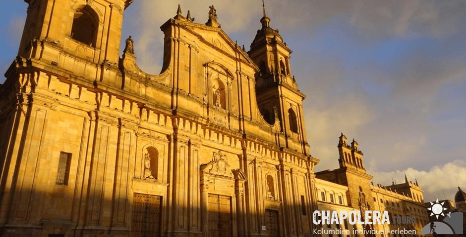 6 Tage Reisebaustein Bogota City, Salzkathedrale Zipaquira & Villa de Leyva (Foto: Kathedrale am Plaza Bolivar  Bogota)