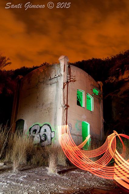 Practiques de lightpainting a una casa abandonada.