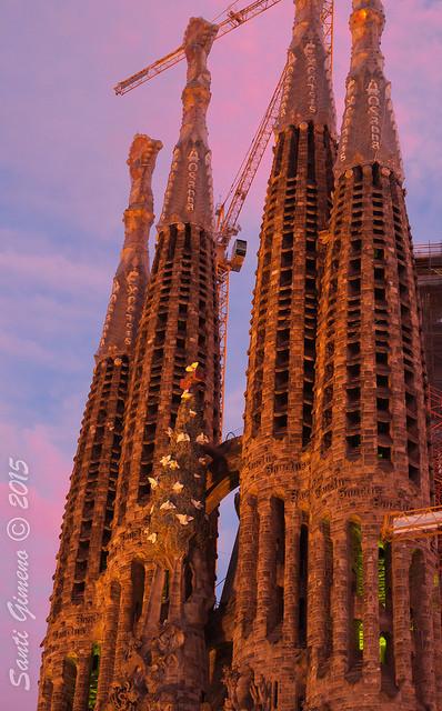Detall de la Sagrada Familia en l' hora blava