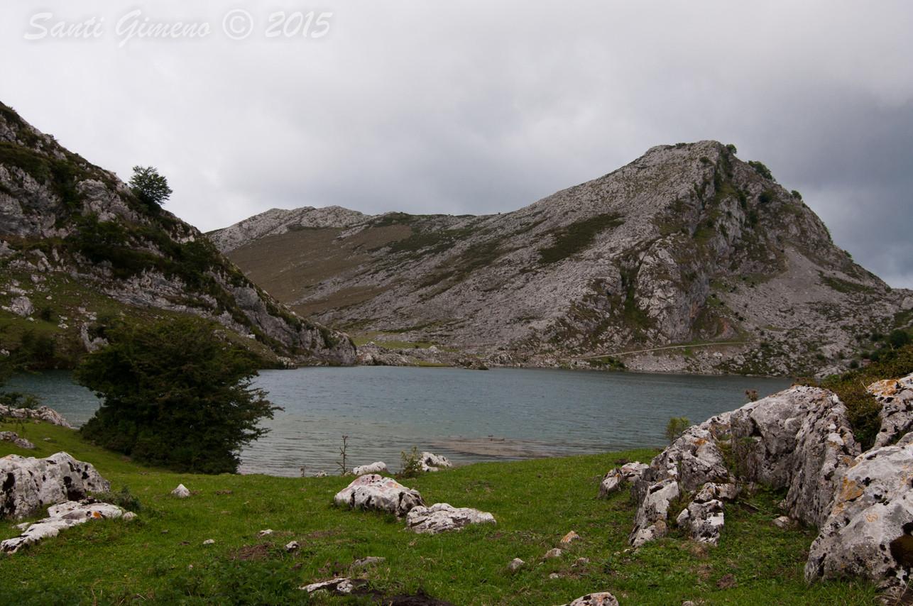 Vista parcial del llac Enol, Covadonga