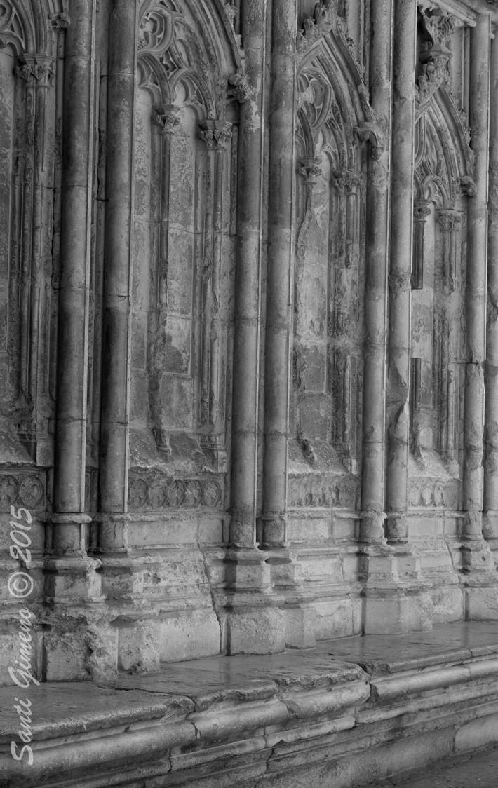 Porta lateral de la catedral de Girona