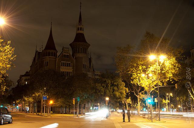 Casa de les Punxes d' estil modernista a la confluencia de l' avinguda Diagonal amb carrers de Rossello i Roger de Lluria
