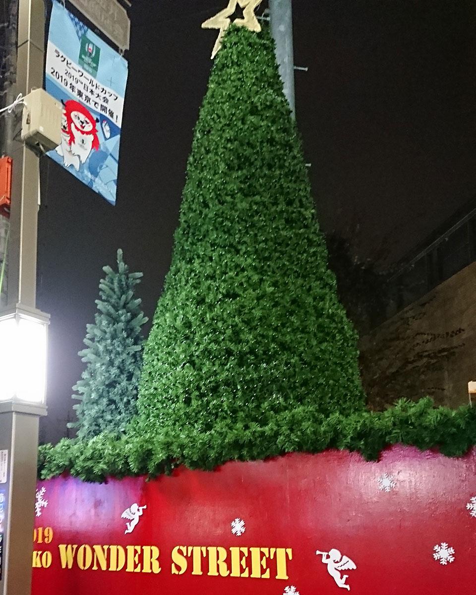 駅前のクリスマスイルミネーション