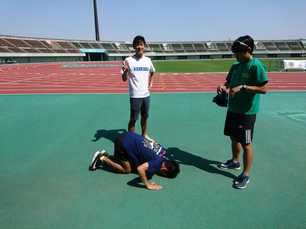 箱﨑(手前左)はランパンを忘れたので、学芸大学さんに借りて走りました。ありがとうございました。