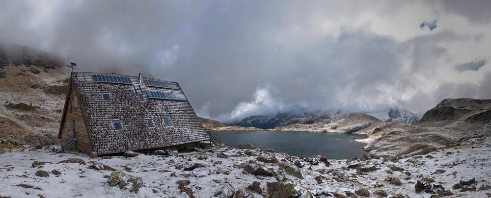 Refugio y lago de Ayous. © Carlos López Arrudi