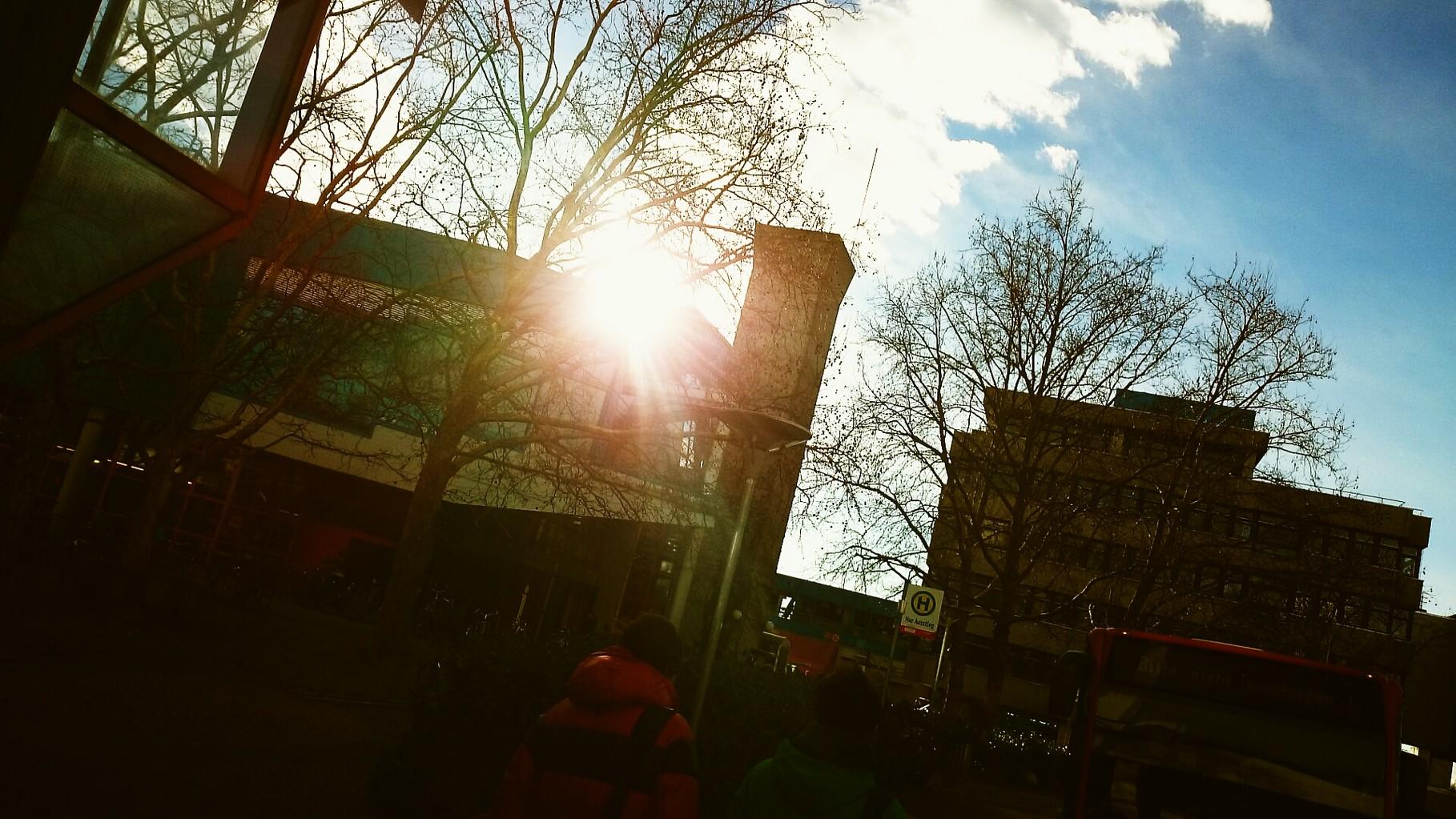Die Sonne gleißt, aber es ist kalt, kalt wie in meiner Geschichte...