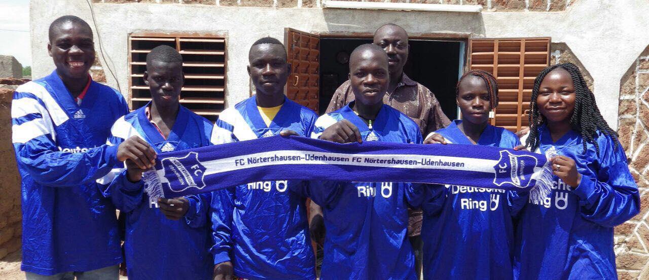 Fangrüße aus einem kleinen Dorf in Burkina Faso, Afrika!