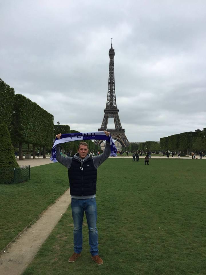 Fangrüße aus Paris, Frankreich!