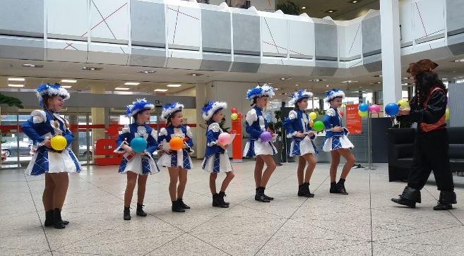 Die Kleine Garde nach dem super Auftritt bei der Sparkasse Koblenz