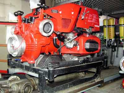 Tragkraftspritze TS FOX 12/10 | Motor: BMW Boxer, 33 KW, Baujahr: 1993, Wasserfördermenge: 1200 l/min, Einsatzgebiet: Löschwasserförderung Brandeinsatz