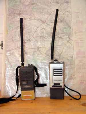 Handfunkgeräte Motorola MX 340 und Elin EP 860-80 | Rufnamen: Anton bzw. Berta Ebersdorf, Baujahre: 1982 bzw. 1994, Standort: KLF bzw. TLF 1000, Einsatzgebiet: Funkverkehr bis 5 km