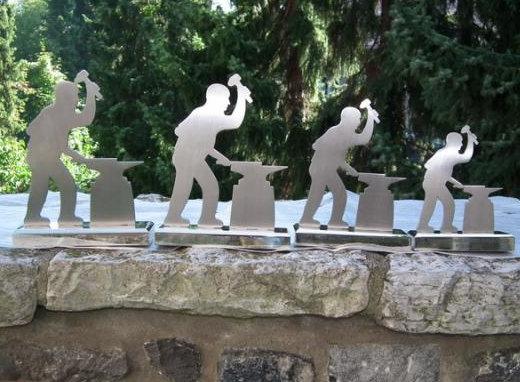 Die Pokale wurden von IFGS-Präsident Cees Pronk entworfen und gefertigt