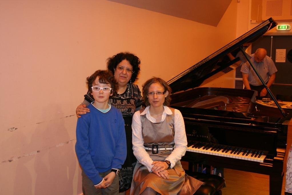 Christine et ses élèves Thomas et Charlène lors du Grand Concours International de Piano Svetlana EGANIAN avril 2012