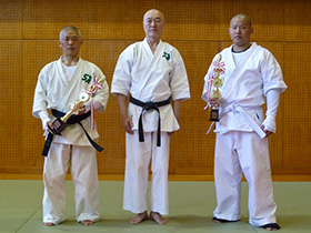 左から山本選手・櫻井代表師範・永島選手
