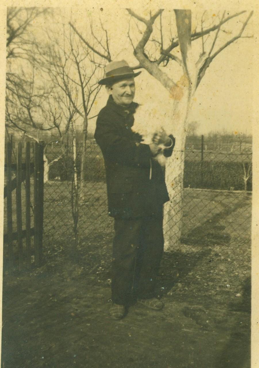 Onkel Wilhelm mit Kaninchen