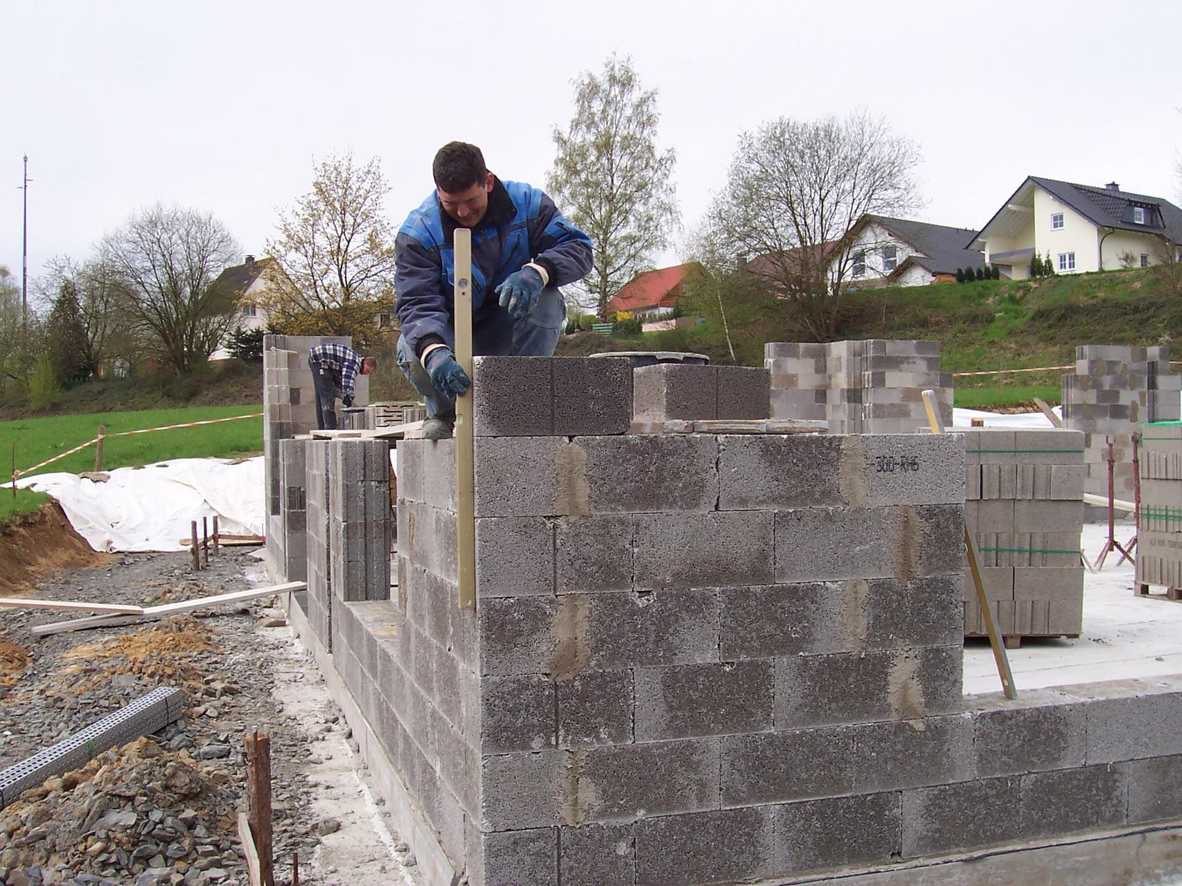 Ab Mai 2006 wird gemauert