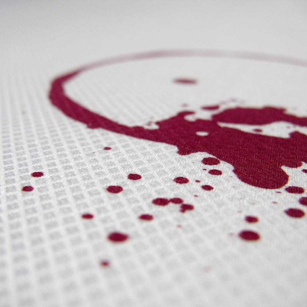 SUSTAINED tafellaken met gezeefdrukte vlek