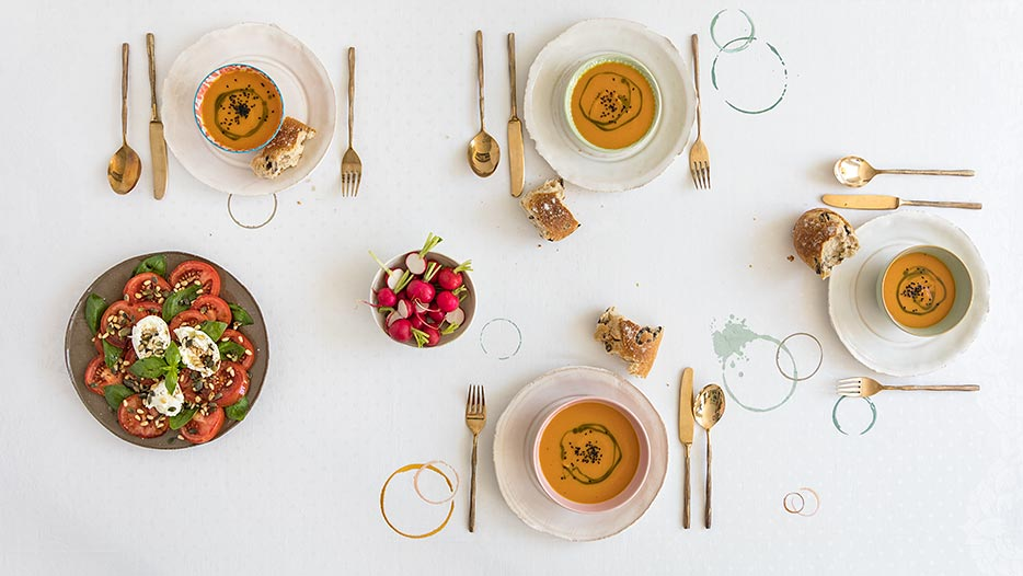 SUSTAINED table linen