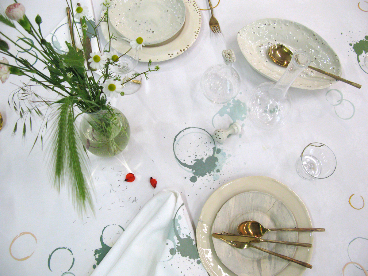 SUSTAINED tablecloth with tablewear by Daniel van Dijck
