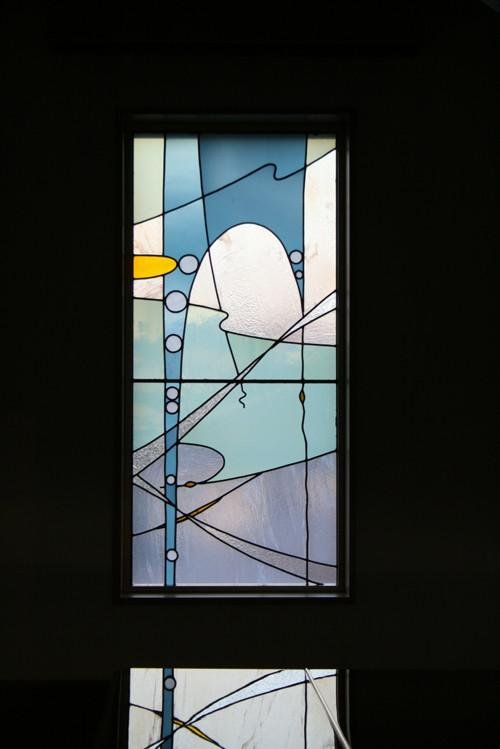 礼拝堂ステンドグラス「わきあがる命の水の泉」