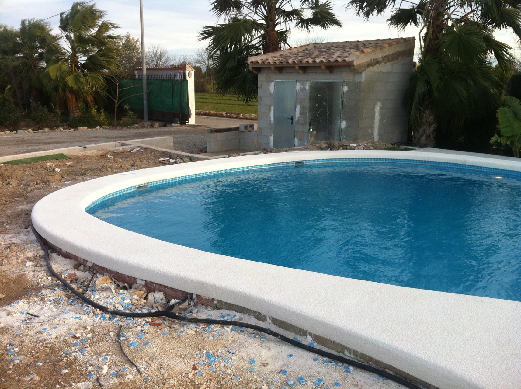 Coronacion piscina hormigon impreso good pavimento for Borde piscina hormigon