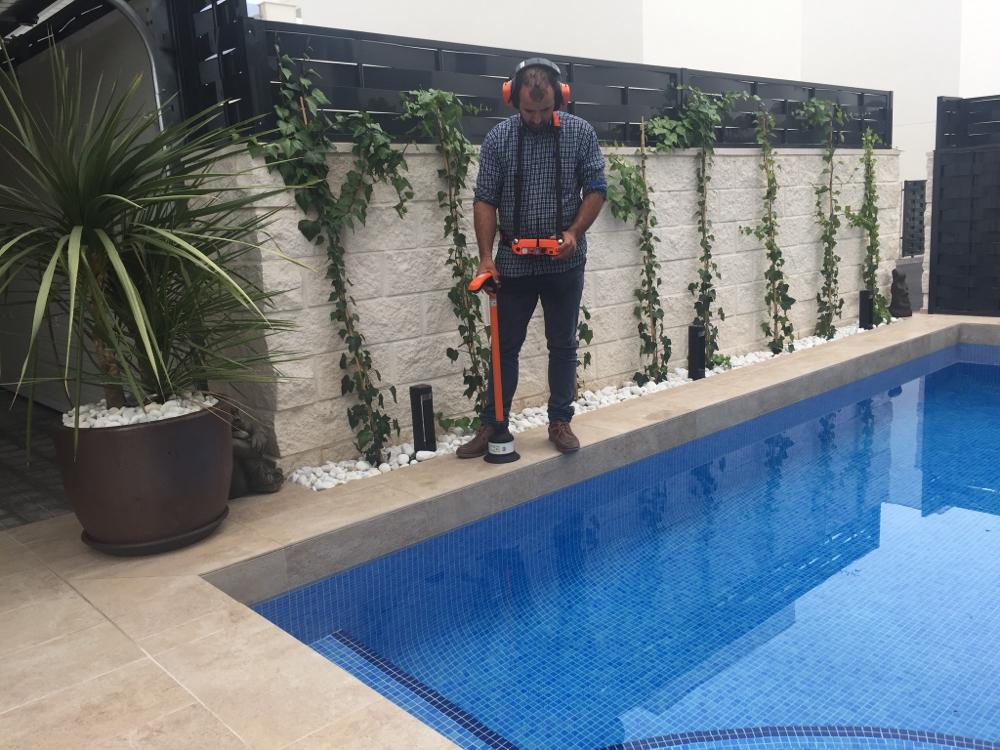 ¿Su piscina pierde agua? Llámenos. Sin obras y sin vaciado