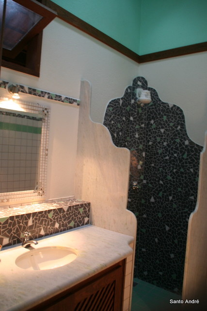 Um Banheiro de uma Suite - Ein Bad von den Suites - One of the bathroom suites